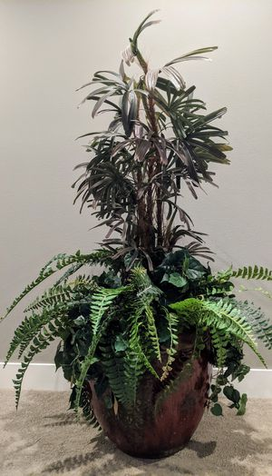 Gorgeous Multi-Tiered Fake Plant in Glazed Ceramic/Aluminum pot for Sale in Snohomish, WA