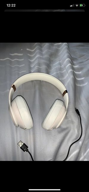 BEATS Solo 3 wireless rose gold headphones with charger for Sale in Wayne, NJ