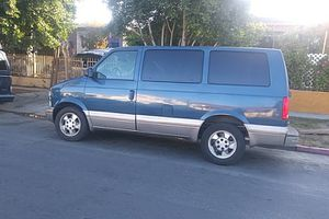 2003 Chevy Astro clean tittle for Sale in Los Angeles, CA