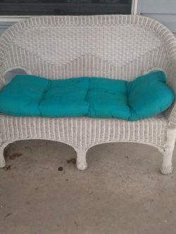 5 Piece Wicker Patio Set for Sale in Levittown,  PA