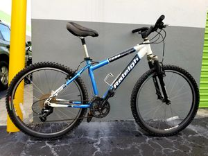 Raleigh Tess Mountain Sport Bike, Aluminum. Frame size : 44cm Good Condition. for Sale in Plantation, FL