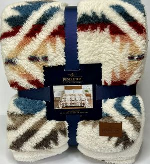 Pendleton King Sherpa Blanket Brand New for Sale in Laguna Beach, CA