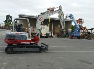 2013 TAKEUCHI MINI EXCAVATOR for Sale in Newport Beach, CA