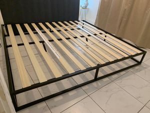 King bed frame for Sale in Miami Gardens, FL