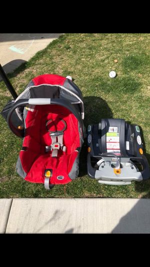 car seat Chicco Keyfit 30 red color in good condition esta en muy buenas condiciones for Sale in Cicero, IL