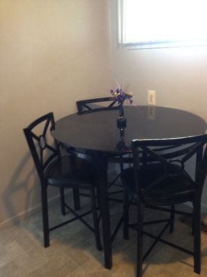 Dinette table and chairs for Sale in Detroit, MI