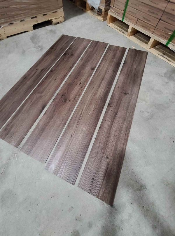 Luxury vinyl flooring!!! Only .65 cents a sq ft!! Liquidation close out! 0LQ1I