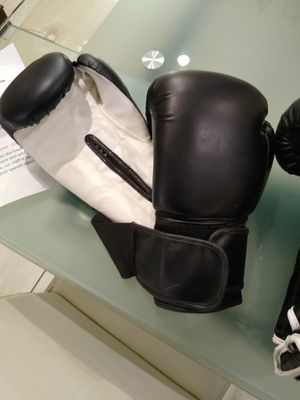 12 oz boxing gloves for Sale in Bloomingdale, IL