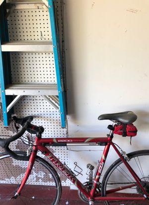 Trek 2200 WSD road bike for Sale in Round Rock, TX