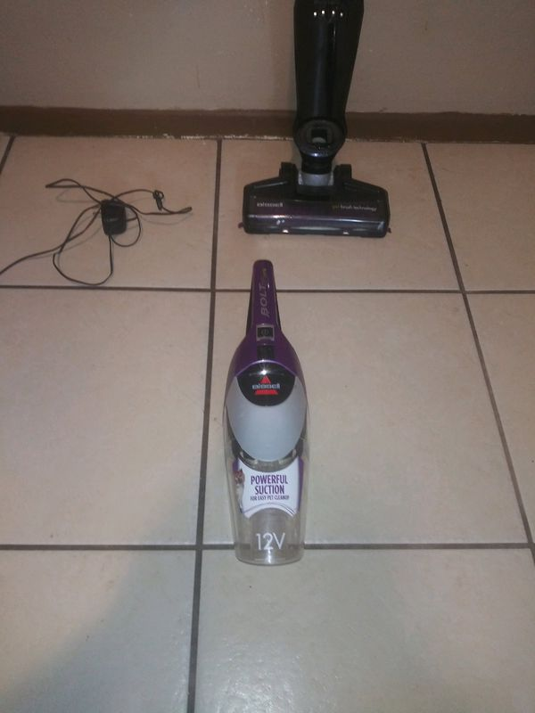 Vacuum cleaner and hand vac