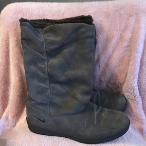Nike Ladies Boot Size 7.5 for Sale in Harker Heights, TX