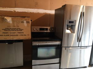Nice stainless steel set Samsung fridge and stove GE microwave dishwasher for Sale in Winter Park, FL