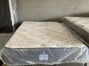New Queen deluxe medium feel mattress and box spring $200 for Sale in Winter Park, FL
