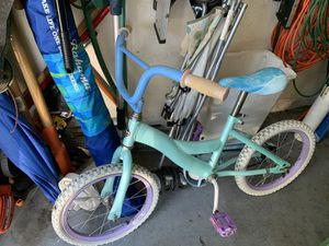 Frozen girls bike -flat front tire for Sale in Parkland, FL