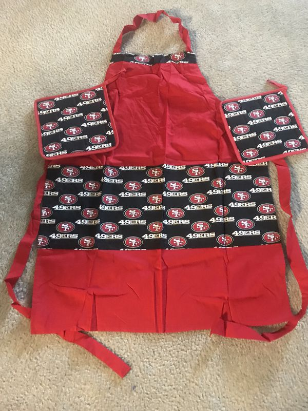 Apron with pot holders