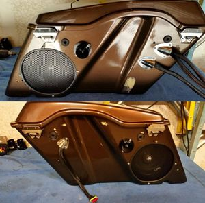 Full Bluetooth Audio system w/2 Diamond Micro 4V2 Amps, 1 Cerwin Vega EQ , 2 8inch speakers, 2 Horns and w/ Disconnect. Hard Bags not included. for Sale in Los Angeles, CA
