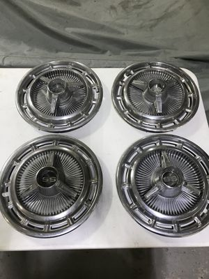 1965 1966 CHEVROLET IMPALA SS HUBCAPS 65 66 for Sale in Hialeah, FL