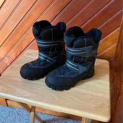 Boys Boots Size 3 for Sale in Washington Township,  NJ