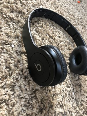Beats by dr.dre solo HD for Sale in Wheaton, IL
