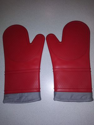 PAIR OF NEW NEVER USED NORPO SILICONE OVEN GLOVES for Sale in Naperville, IL