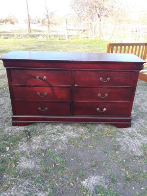 Dresser with 6 drawers all drawers work perfectly, 18 w x 61 L x 34 height ) 100. for Sale in Princeton, TX