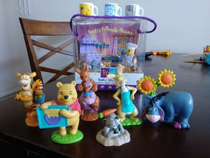 Pooh's kitchen (Cheerful Times Collection) figurines/Toys for Sale in Phoenix, AZ