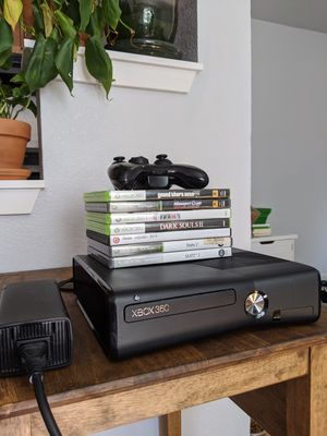 Xbox 360 Console w/ Controller for Sale in Denver, CO