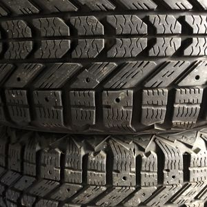 Set Firestone Snow Tires 215/60R16 95S M+S with Rims for Sale in Chicago, IL