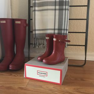 Toddler size 8 UK / 9 boy /10 girl military red hunter boots and box for Sale in Spring Hill, FL