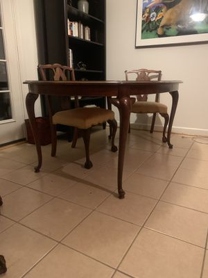 Beautiful kitchen dining table and 6 chairs for Sale in Alexandria, VA