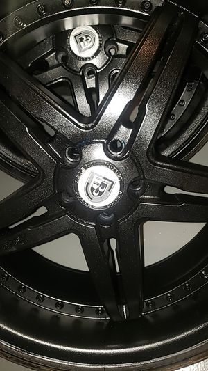"""22"""" rim and tire 90%life on tires for Sale in Jennings, MO"""