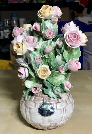 "Vintage Capodimonte 9"" Flower Pot w 60+ Roses Yellow/Orange Pink AMAZING Mint! for Sale in Los Angeles, CA"