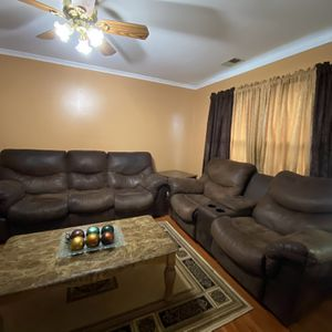 Comfy Brown Leather Recliner Set for Sale in Gambrills, MD