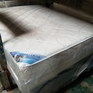 HEIRLOOM DOUBLE SIDED QUEEN QUILTED MATTRESS SET for Sale in Douglasville, GA