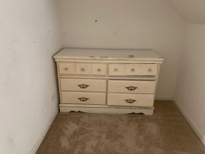 Dresser for Sale in Hampshire, IL