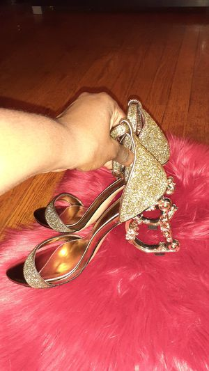 Luxury bronze and glitter heels. Letter heel with strap for Sale in St. Louis, MO