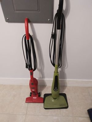 Haan steam mop with 2 pads and dirt devil vacuum for Sale in Fort Pierce, FL