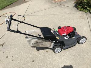 Honda HRX217VKA Lawn mower for Sale in Renfrew, PA