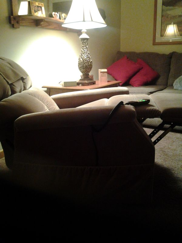 Reclining lift chair tan color purfect condition