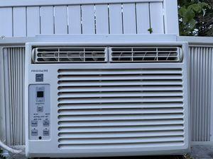 Like new! Frigidaire 5000 Btu air conditioner for Sale in Brooklyn, NY