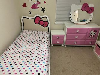 Hello Kitty Bedroom Set for Sale in Virginia Beach,  VA