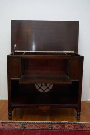 Vintage Radio Cabinet for Sale in Brooklyn, NY