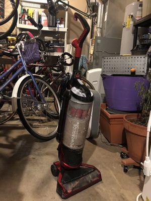 Bissel bagless vacuum. Works great. Good for pet hair. I somehow own four vacuums so I need to get rid of a few. for Sale in Everett, WA