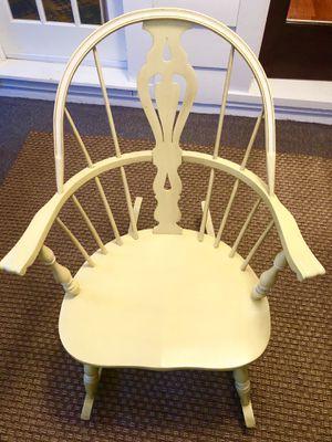 Beautiful Rocking Chair for Sale in Saginaw, MI
