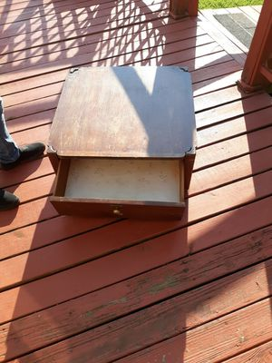 Antique medium coffee table for Sale in Bethpage, TN