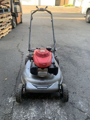 Honda self propelled lawn mower only needs bag ! for Sale in San Dimas, CA