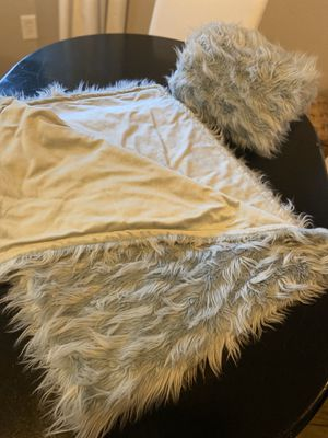 Fur throw blankets for Sale in Murrieta, CA