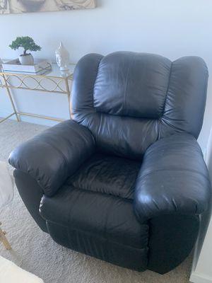 Super comfy black reclining chair :) for Sale in Laguna Niguel, CA