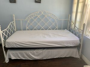 Twin bed for Sale in Los Angeles, CA
