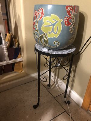 Plant table with large plant pot for Sale in Chandler, AZ